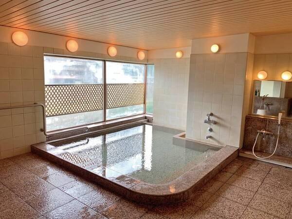 【2階「宝塚温泉」銀の湯】小さ目ながら手足を伸ばして疲れを癒したい