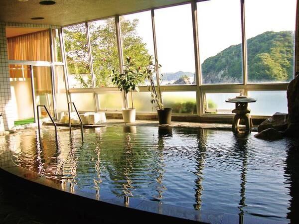 【ホテルなぎさや】豊かな自然に囲まれた絶景露天風呂。窓の向こうに広がる海で旅の疲れを癒す。卓球30分無料・釣り体験など娯楽サービスも充実!