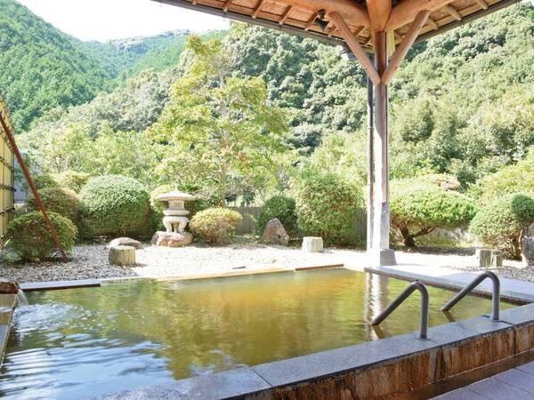 【鶴の湯温泉】「未開の地」山間の秘湯宿で茶褐色の「にごり湯」を満喫★