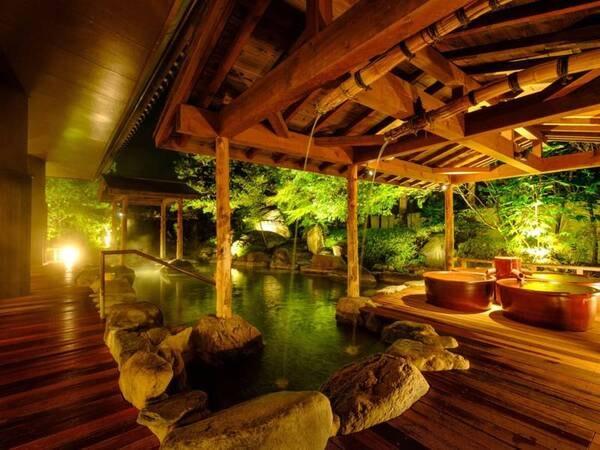 【心酔の湯】趣のある日本庭園の四季を眺めながら湯あみを愉しむ