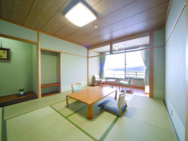 和室からは東郷湖を見渡す景色を満喫!湖畔の宿ならでは/例