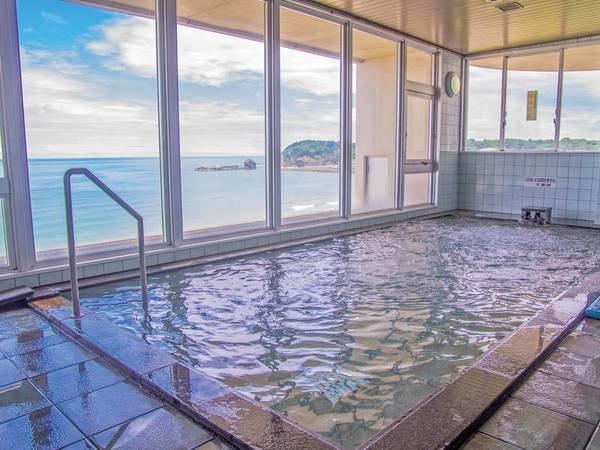 【展望浴場】温泉ではないものの日本海の絶景を一望できる展望大浴場!