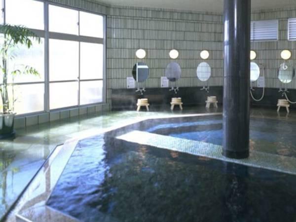 【松江しんじ湖温泉 松平閣】端正に整えられた日本庭園、趣を感じる太い梁… 古き良き旅館の良さを追求したクラシックなお宿です。