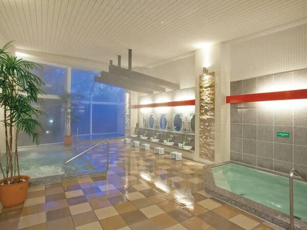【森のホテル ロシュフォール】風呂評価92点(1/1時点)!冬のグルメの王様「蟹づくしプラン」が登場山々に囲まれ朝霧に包まれる高原の温泉リゾートホテル