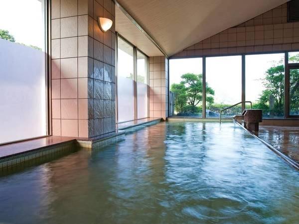 【大浴場】高台から温泉街や山々を一望!「美人の湯」を満喫