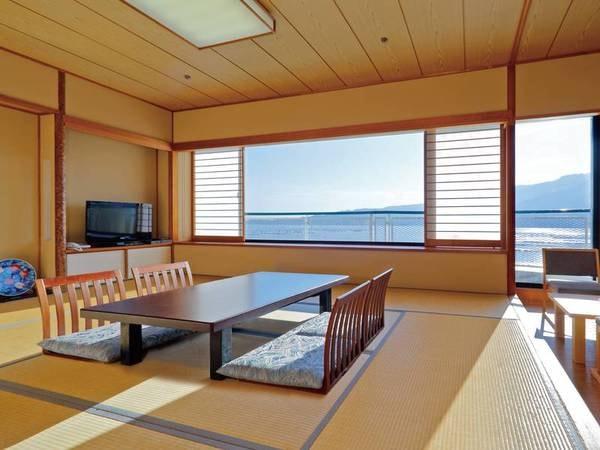 目の前に宮島と瀬戸内海を眺望する海側和室(禁煙)