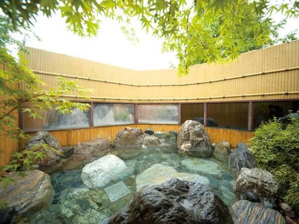 【女鹿平温泉 クヴェーレ吉和】60歳以上限定のお得プランは9,100円とお値頃! 木のぬくもりを感じる温泉リゾート