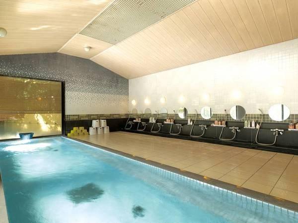 【大浴場】広々とした内湯でpH10の美肌の湯を堪能