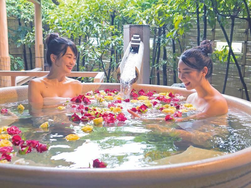 【楊貴妃】ばらの花びらを浮かべた花風呂が人気