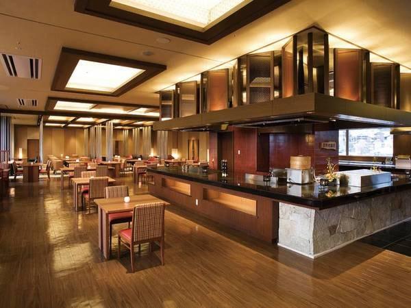 【食事会場ゐきり】こんぴら歌舞伎に見立てたオープンキッチン!上質なお食事の時間をお約束