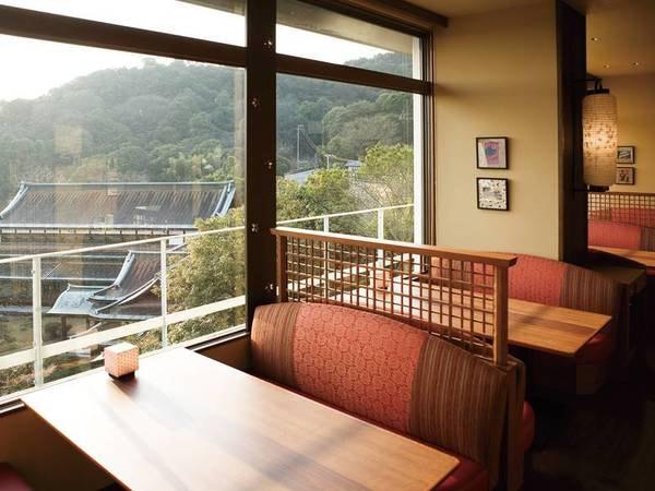 【食事会場ゐきり】外眺めも料理の美味しさに彩りを添えてくれる。また来たいの声多数!