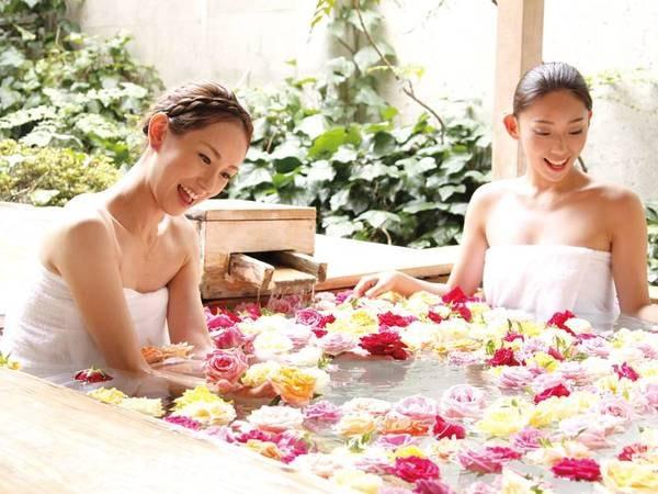 【大浴場】香り豊かな生バラを浮かべた華風呂