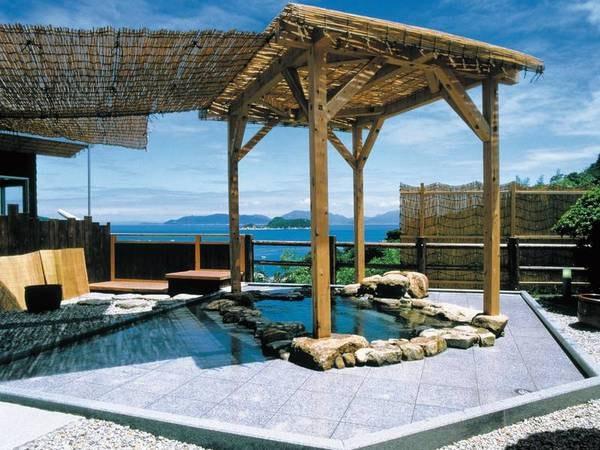 【平家の湯/露天風呂】島々を眺める開放的な露天風呂