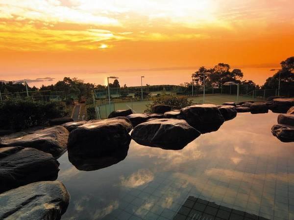 【オリビアンの湯】夕陽色に染まる海は絶景