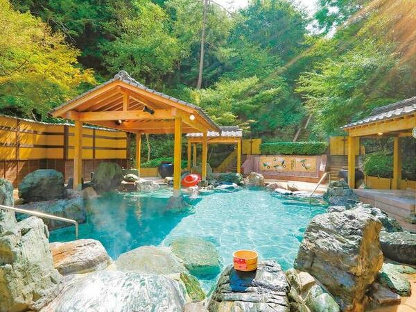 【大露天風呂 森の湯】優しい緑に包まれた大露天風呂