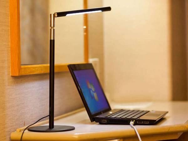 客室内には無料WIFI、有線LANがございます。