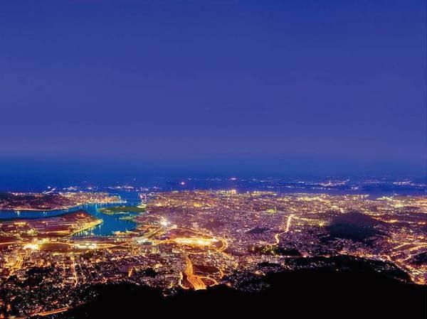 皿倉山からは「新日本三大夜景」を望むことができる(ホテルより車約30分)