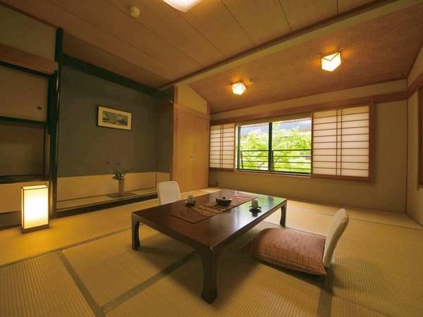 【客室/例】民芸調タイプまたは川側の客室※宿にお任せ