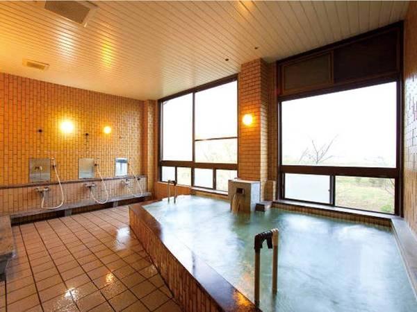 【旅館とよとみ】【毎分563リットルの豊かな湯量を誇る】無料で何度も入れる3種貸切風呂 素材の良さを生かした料理が自慢