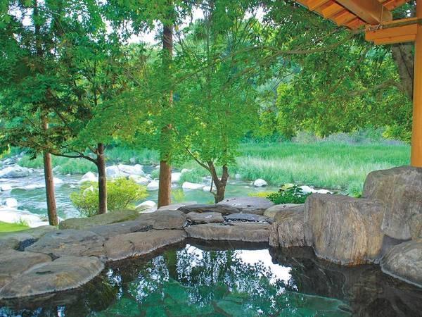 【露天風呂】国内でも5本の指に入るpH9.82の高アルカリ性温泉