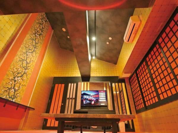【金の部屋】リビングスペース 金閣寺をイメージした豪華な内装