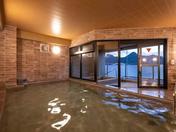 【セントラルホテル武雄温泉駅前】駅からスグの便利さと武雄温泉の癒しという、あふれる魅力をかねそなえて。新館屋上にオープンした温泉大浴場と露天風呂が人気の快適なホテルステイ