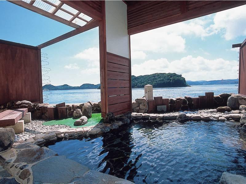【みさき館1階 個室貸切露天風呂】海を目の前に、プライベートな湯の時をお楽しみいただける2つの個室貸切露天風呂