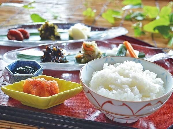 【朝食バイキング/一例】郷土料理と地産食材、ふっくら炊き立てのご飯と相性抜群のおかず等「長崎の朝ごはん」を楽しめる