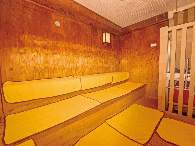 「熊本県産 総ひのきサウナ」に生まれ変わりました。 心地よいひのきの香りに包まれたしっとりした空間で発汗作用・疲労回復・アロマ浴をお楽しみください