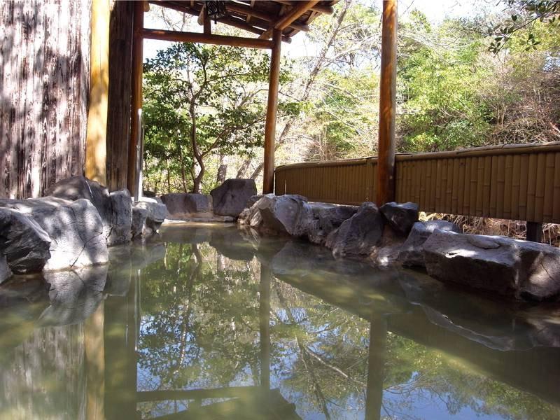 【露天/男湯】湯畑から直接引いた源泉