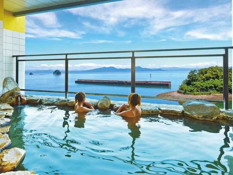 【岬の湯】島原随一を誇る高台から有明海を一面に見下ろす、開放感抜群の絶景かけ流し露天風呂が自慢!朝日も眺めることができる。