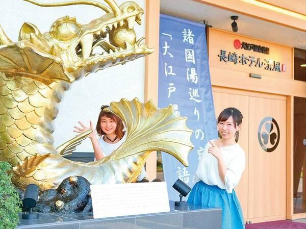 【ホテル入り口】シャチホコがお出迎え!