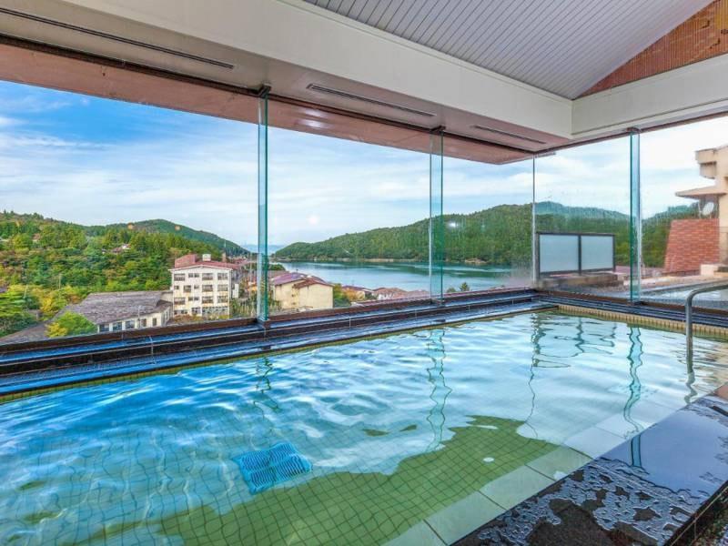 【大浴場/例】自慢の展望風呂からは雲仙の絶景を望める
