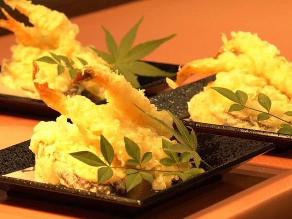 バイキング/接触感染防止のため、料理は小皿盛りで提供/天ぷら例