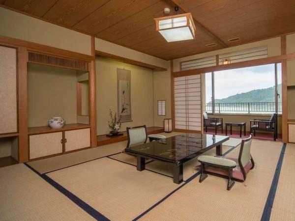 池を望む和室+ベッド1台/例