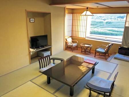 【川側客室/例】このプランでは開放的な川側の和室にご案内いたします