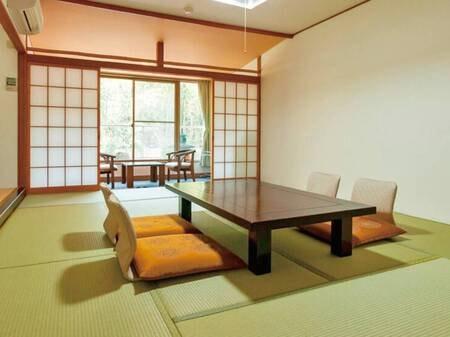 【12畳和室】広縁付きの広々和室。客室風呂は温泉!/例