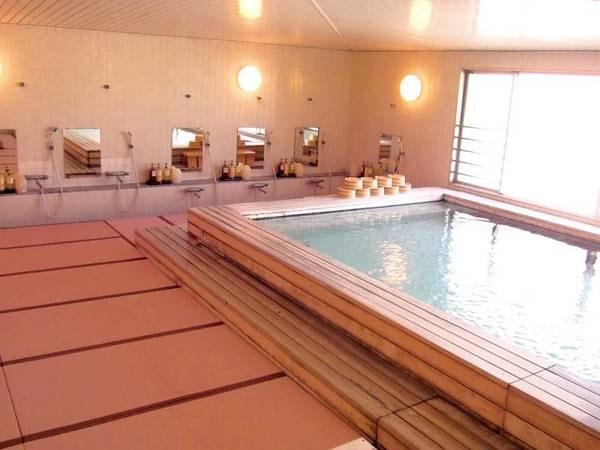 【天空の湯 満月】白木造り・畳敷きの心地よい大浴場