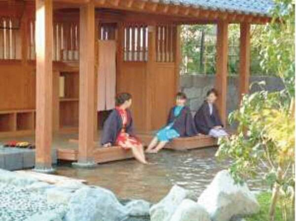 しらさぎの足湯:無料の近隣施設。色浴衣で湯めぐりを愉しんでいただけます