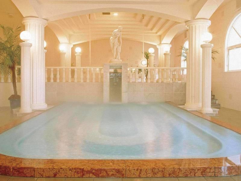 【洋風風呂/パルテノン】ギリシャ風の大理石造りの湯殿!幻想的な空間で温泉を愉しむ