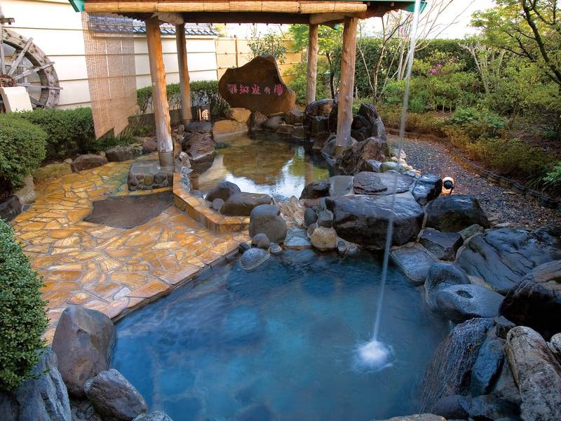 【露天風呂/女性】打たせ湯も完備。源泉100%かけ流し
