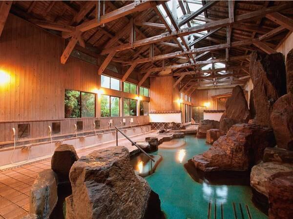 【大浴場】四季折々の渓谷を眺めながら湯あみを愉しむ
