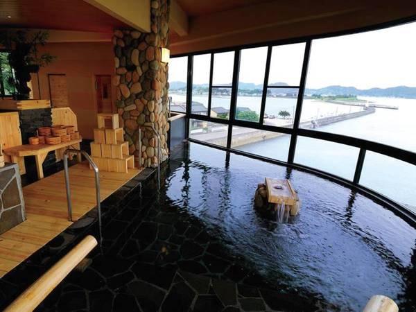【大浴場・朝日の湯】大きなガラス窓から望む天草の大パノラマ