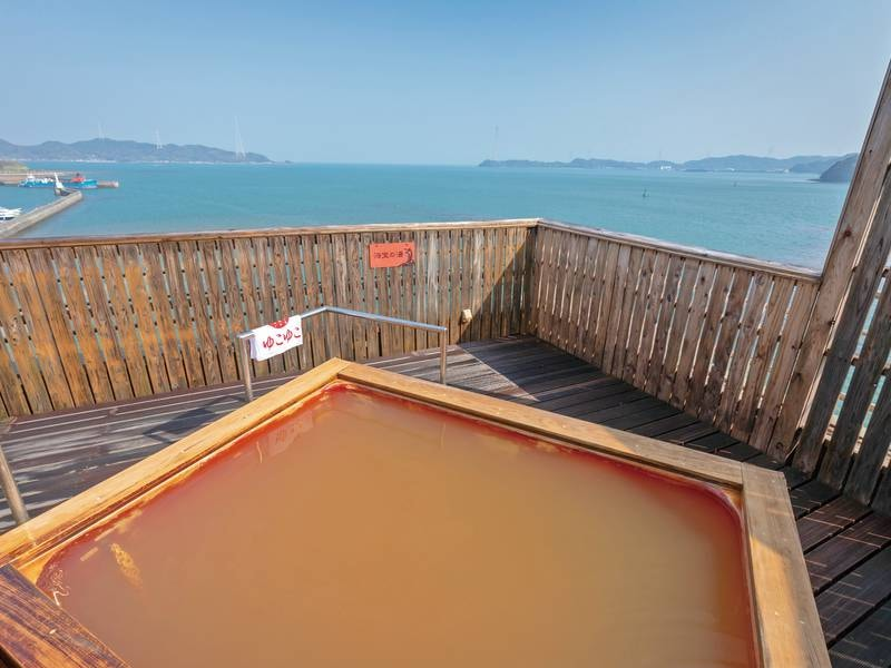 リニューアルしたばかりの露天風呂「海宝の湯」は天草の青々とした海を眺めながらゆったり浸かれる