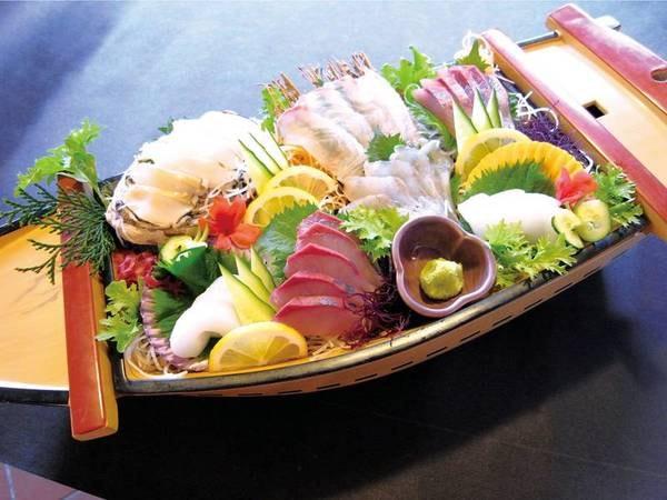 70cmの大舟盛り会席が付く大人気プラン!見た目の迫力は勿論のこと、味も申し分なく美味しい!天草のとれたて海鮮が楽しめます/例