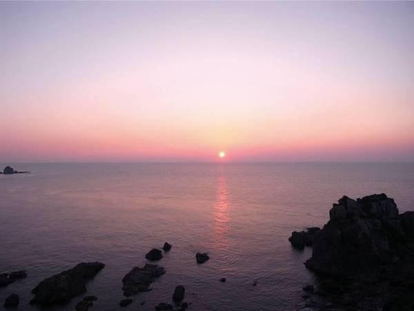 天草の海が幻想的に照らされる夕焼け