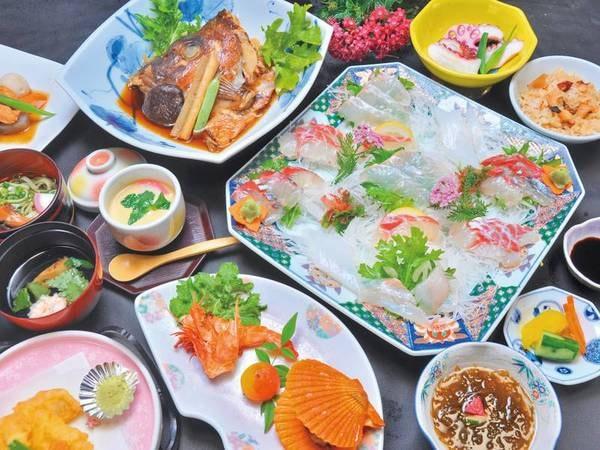 【あわび付!新鮮和会席/例】 こりこりとした食感のあわびと旬魚の3種盛など※写真は2名盛の一例