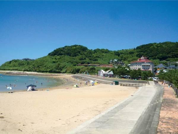 夏のレジャーにも最適な富岡海水浴場は宿目の前!