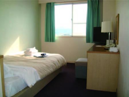 【セミダブル/例】 客室/ベッドは小さ目となりますが、その分お値打ち料金
