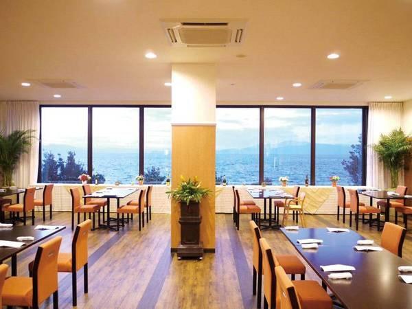 美しい景観。不知火海を眺めながらお食事を楽しめます/レストラン例